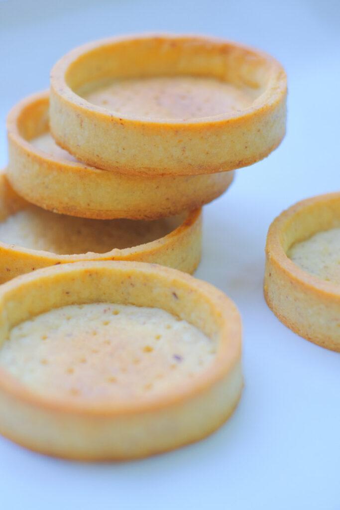 Ganz ohne Ei und schnell vegan! Einfach Butter durch Margarine ersetzen.