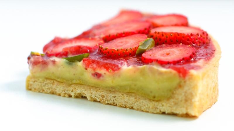 Erdbeer-Tarte mit Pistaziencreme und Sesam-Mürbeteig
