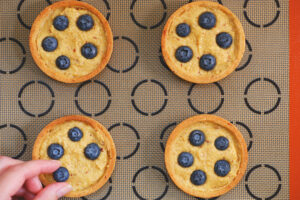 Blaubeer-Tartelettes mit Haselnuss und Chili_Frangipane